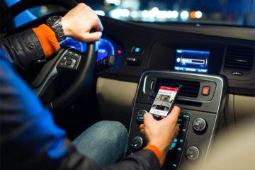 Sicurezza in auto. L'uso del telefonino alla guida causa tre incidenti su quattro