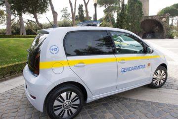 Due Volkswgen e-UP! consegnate alla Gendarmeria del Vaticano