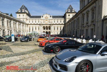 70 anni di Porsche, Mole Antonelliana illuminata e 200 vetture in sfilata a Torino