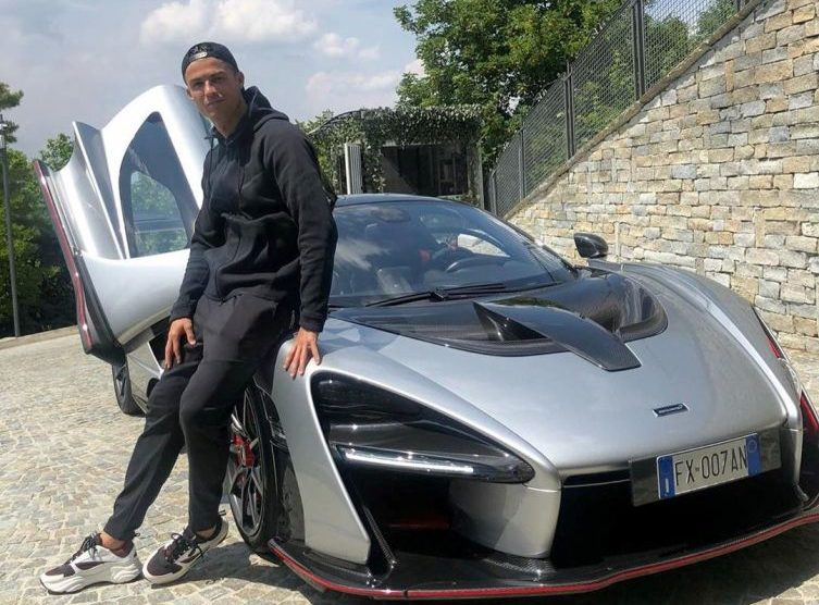 Cristiano Ronaldo e la sua passione per le auto.  Ecco la nuova Mclaren Senna