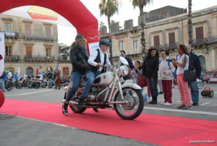 """2° Giro Motociclistico di Sicilia, a Giarre la """"Sfilata di eleganza in abiti d'epoca"""""""