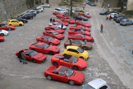 Il rosso e la passione per le Ferrari si incontrano con le bellezze del territorio di Trapani, Erice e dintorni