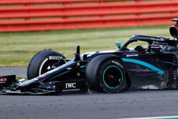 F1 a Silverstone: Hamilton vince anche su tre ruote, 2° Verstappen e 3° Leclerc