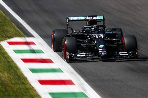 Hamilton fa 90 in Toscana. Ferrari deludenti nel 1000° GP