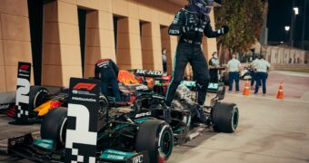 Gp del Bahrain, Hamilton vince davanti ad un super Verstappen