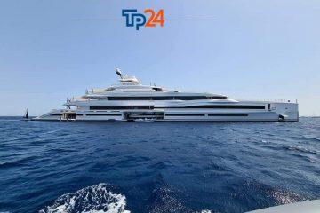 Favignana, un megayacht da 108 metri a Cala Rossa